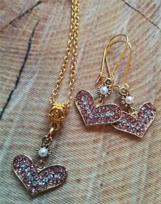 Kette  & Ohrringe in goldfarben mit rosa Steinchen