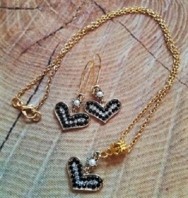 Kette  & Ohrringe in goldfarben mit schwarzen Steinchen