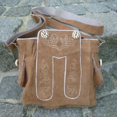1 Trachtentasche im Lederhosenlook, hellbraun