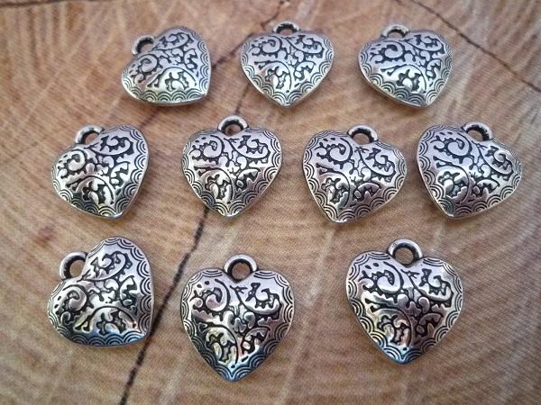 10 Herz Anhänger, antik silberfarben, 2 cm